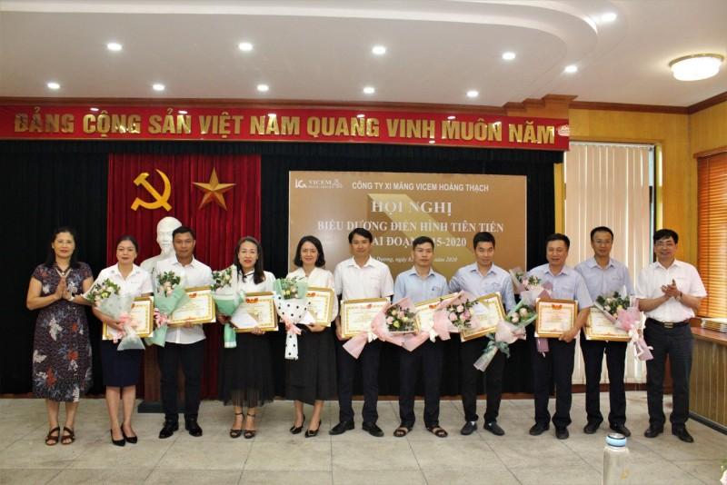 Hội nghị biểu dương điển hình tiên tiến Xi măng VICEM Hoàng Thạch.