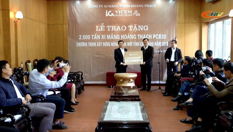 Công ty Xi măng Vicem Hoàng Thạch trao tặng 650 tấn xi măng xây dựng giao thông nông thôn thành phố Cao Bằng