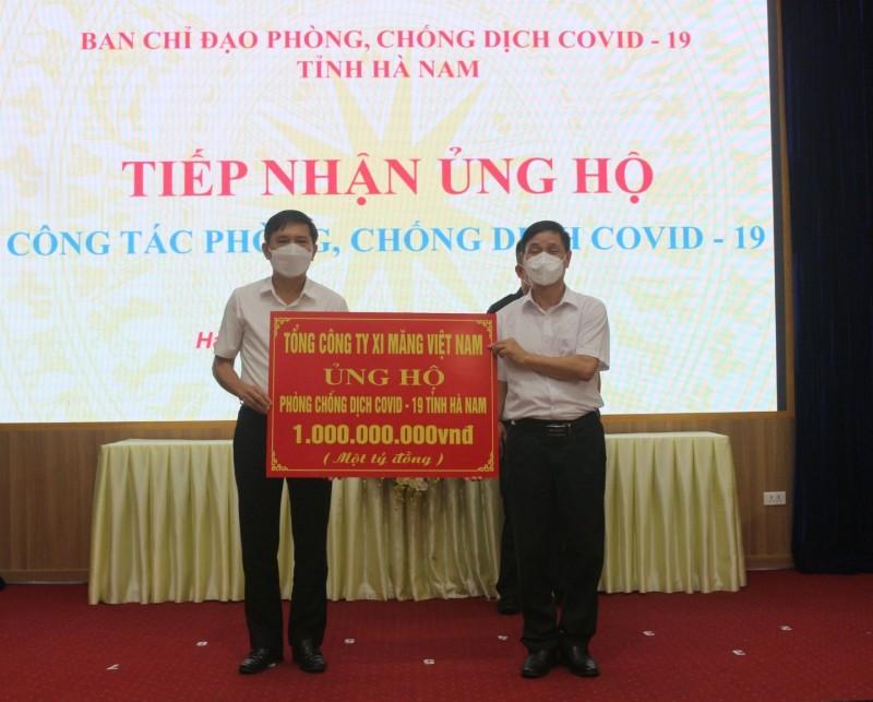 Tổng công ty Xi măng Việt Nam (VICEM) ủng hộ quỹ chống COVID-19 tỉnh Hà Nam